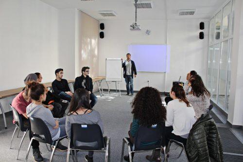 """Кръгла маса на тема """"Неформалното образование – добри практики в работата с младежи"""" - град Добрич"""